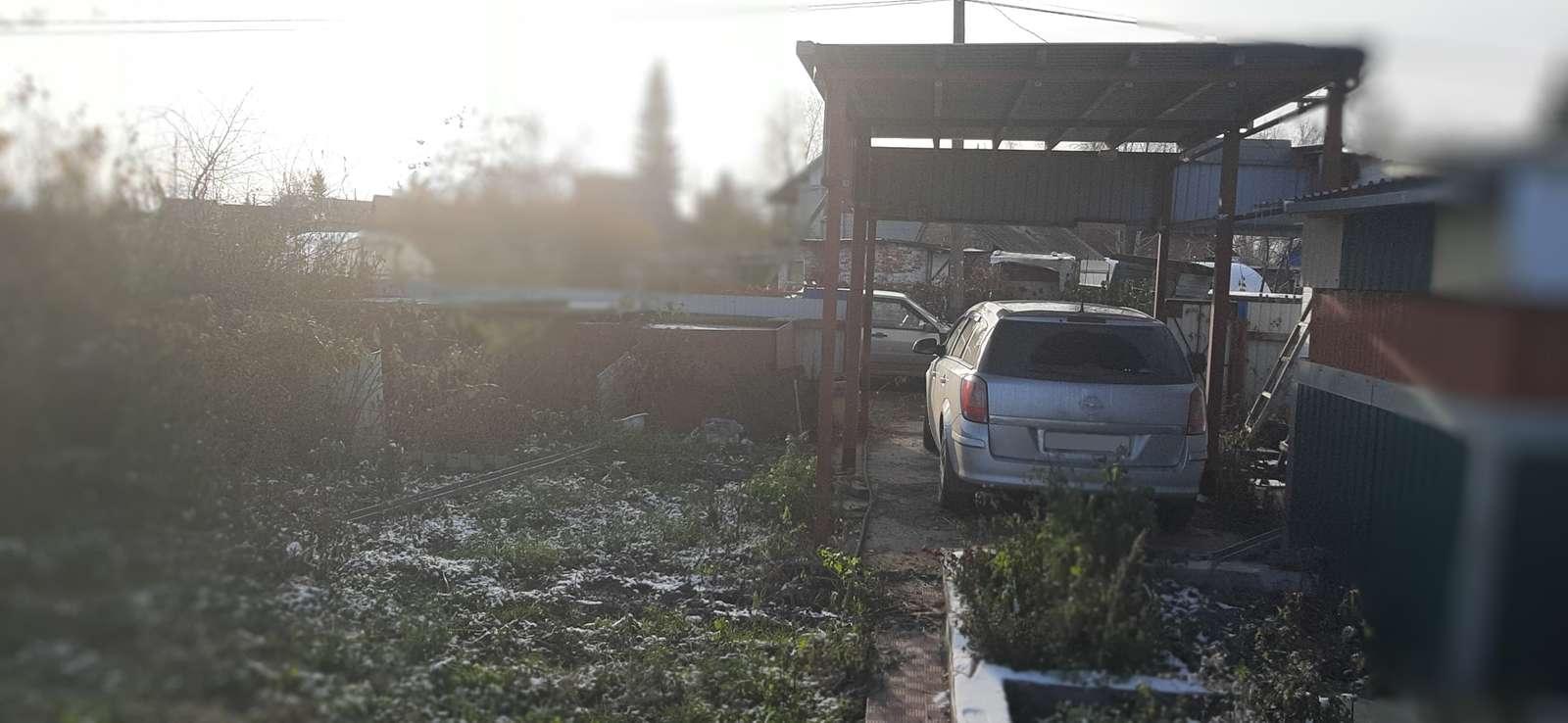 Дача на продажу по адресу Россия, Омская область, Омск, СНТ Карат